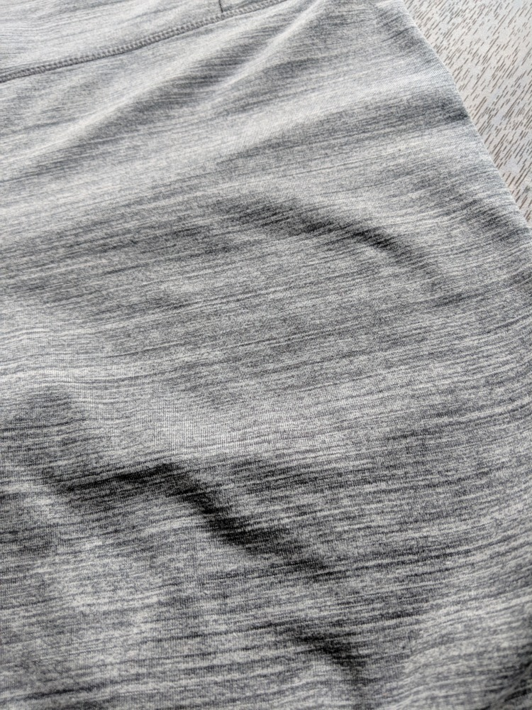 Manduka Essential Leggings - Heather Fabric Detail