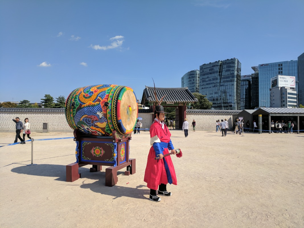gyeongbokgung palace changing of the soldiers drum