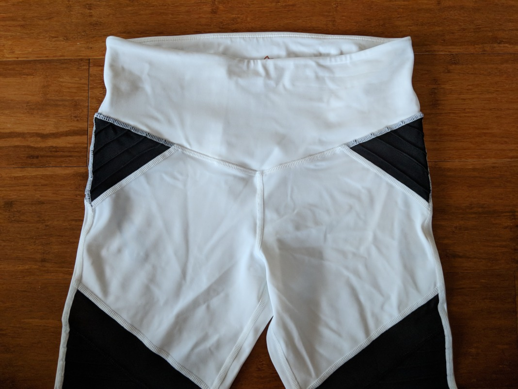L'URV Activewear - Shake Your Booty Leggings - Waistband (front)