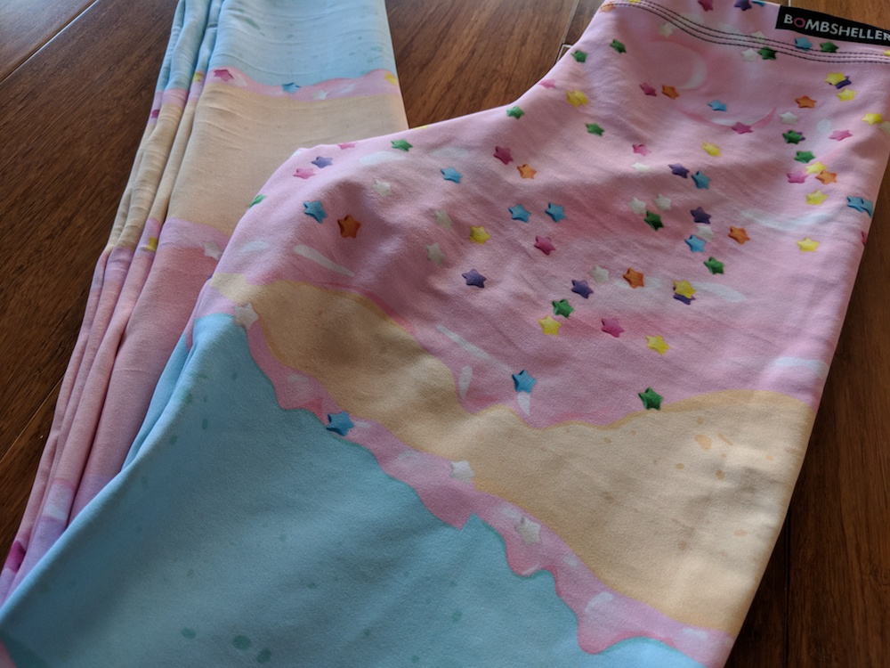 bombsheller review cakewalk pastel leggings print detail