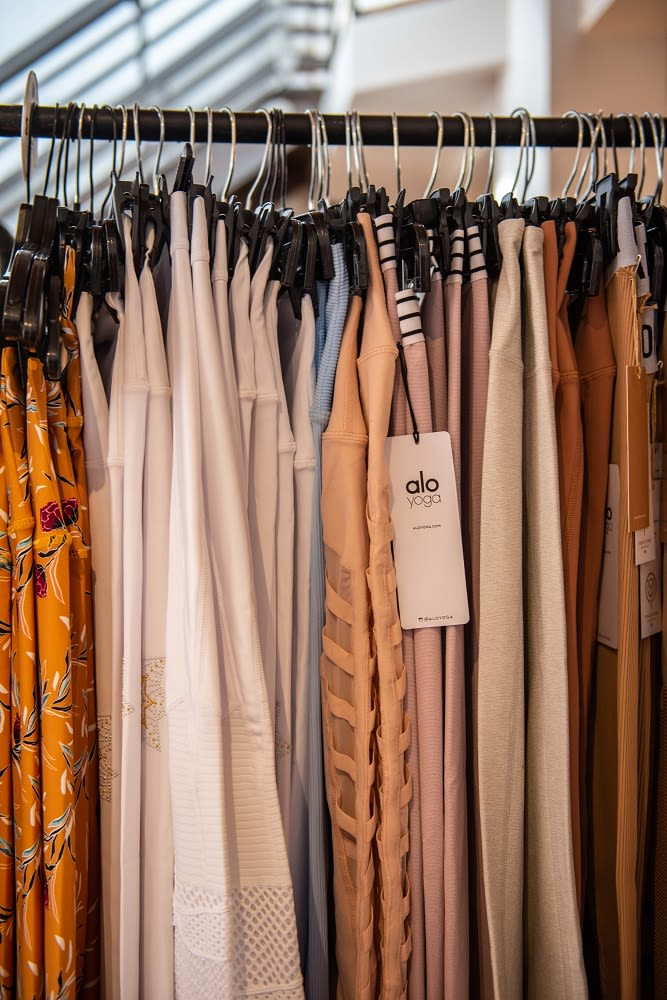 carbon38 sample sale legging racks 2019