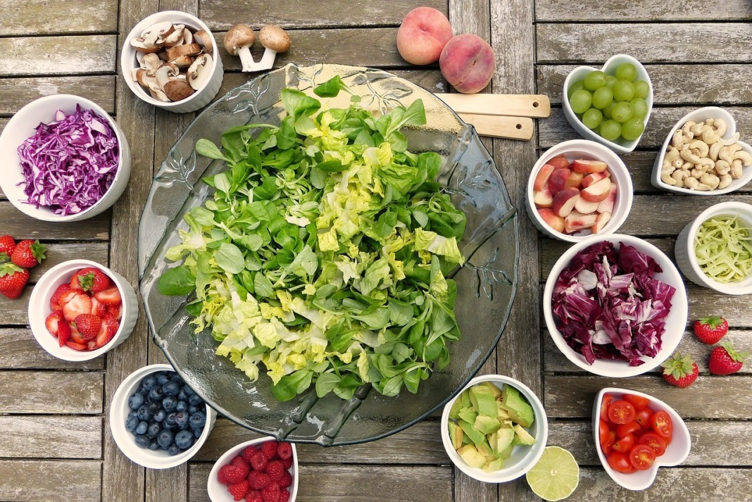 healthy green salad should be part of every meal