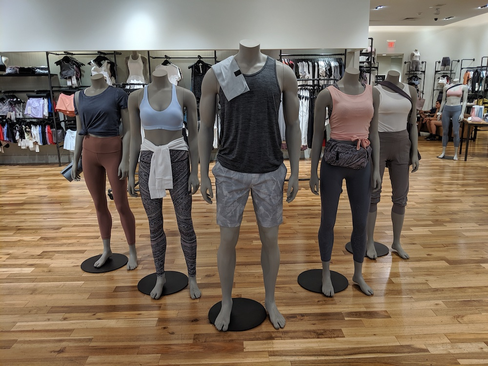 lululemon pop up shop las vegas miracle mile entry display