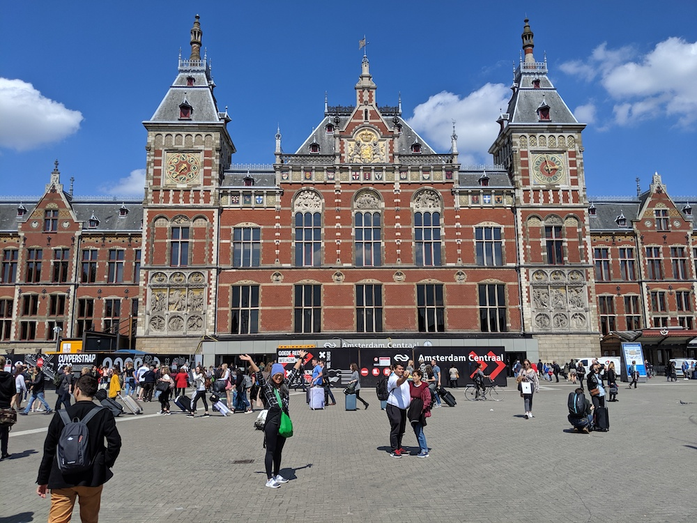amsterdam centraal station train