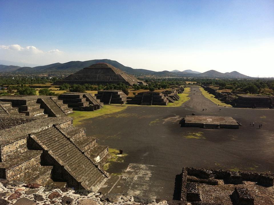 pyramid of the sun things to do in mexico