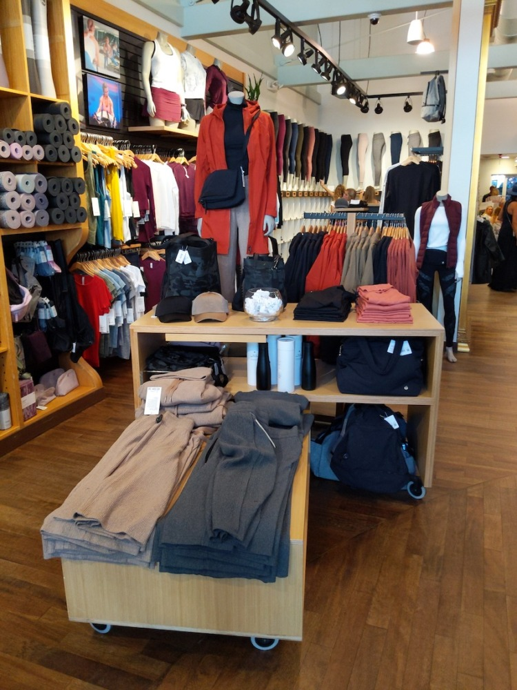 lululemon charleston sc store womens display
