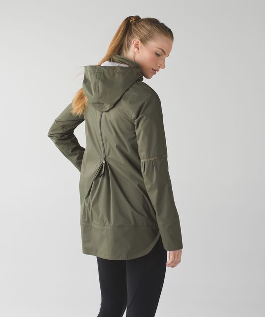 lululemon Fo Drizzle Jacket in Green Back