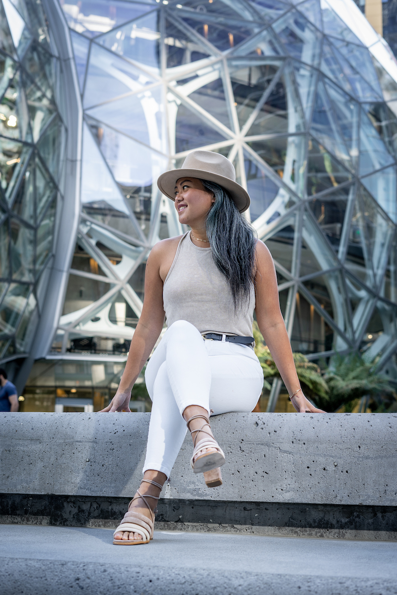 spring outfit with everlane white skinny jeans nude tank and alohas heels furtalk hat