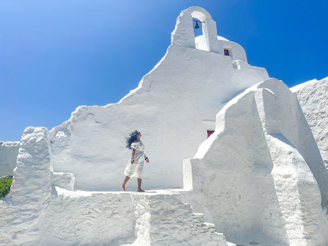 greece white dress outfit at paraportiani church in Mykonos